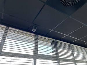 Hikvision ColorVu camera zwart op zwart systeemplafond