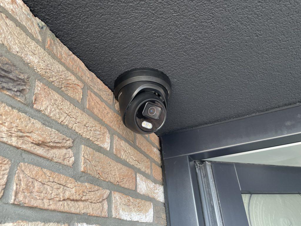 Hikvision ColorVu camera bij voordeur